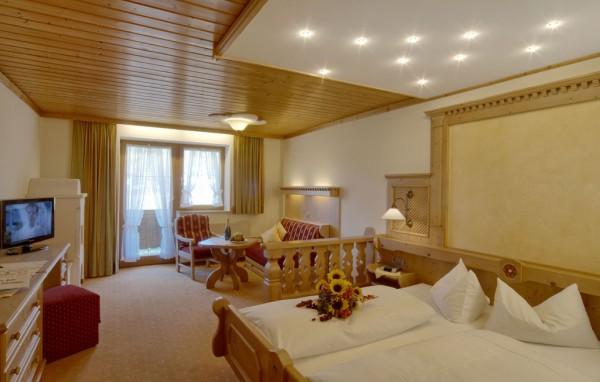 Komfort Doppelzimmer mit Wohnecke und Balkon-2