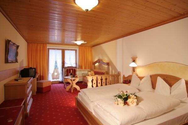 Komfort Doppelzimmer mit Wohnecke und Balkon-3